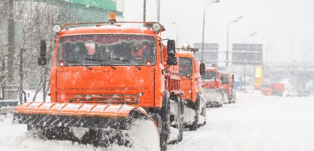 Snow removal service in Edmonton with residential and commercial package