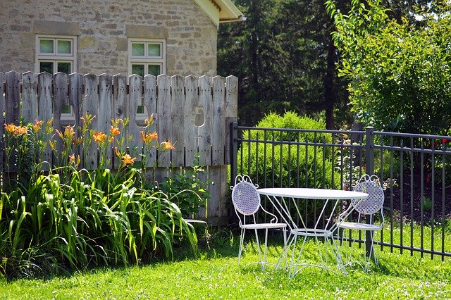 Landscape Ideas in Edmonton and around for a short summer – front yard and backyard