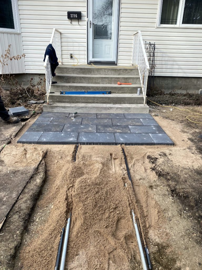 PAving stone, pavers installation Level the landscape and place the paving stone