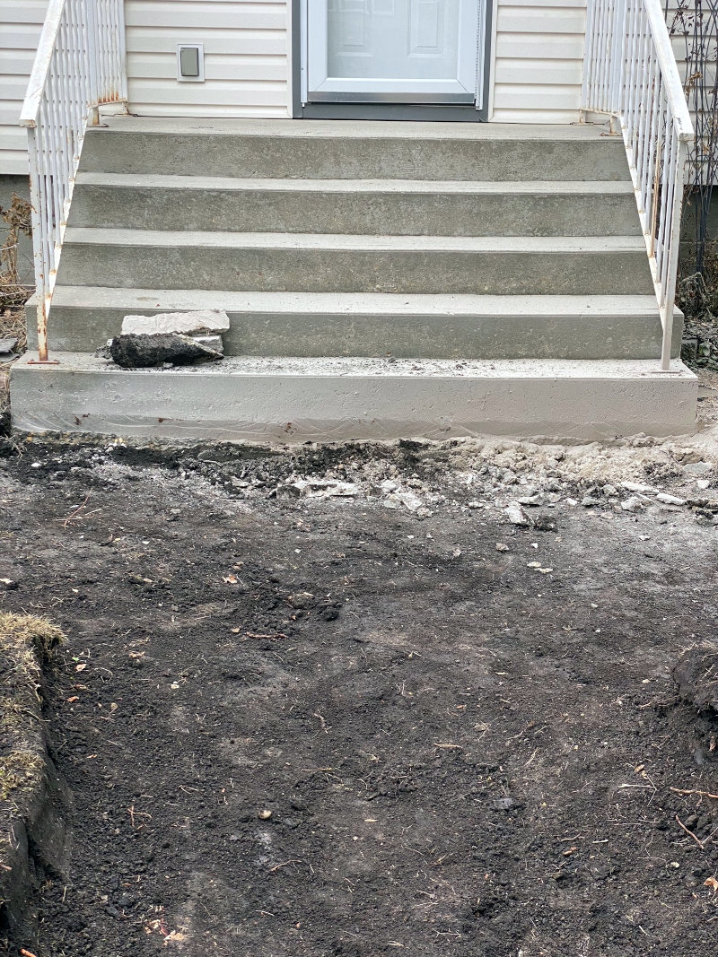 Remove old stones and cleans the landscape